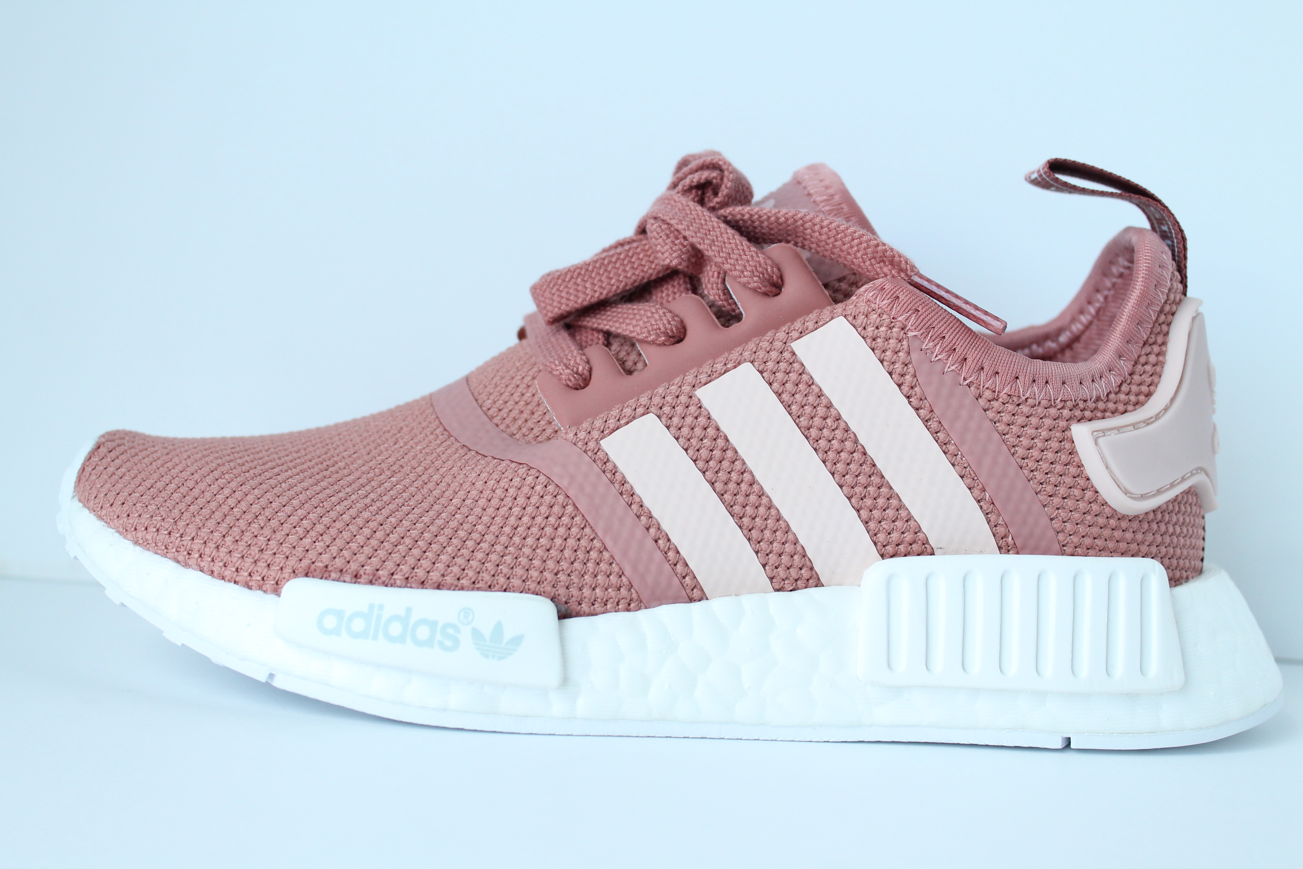 nmd r1 womens pink